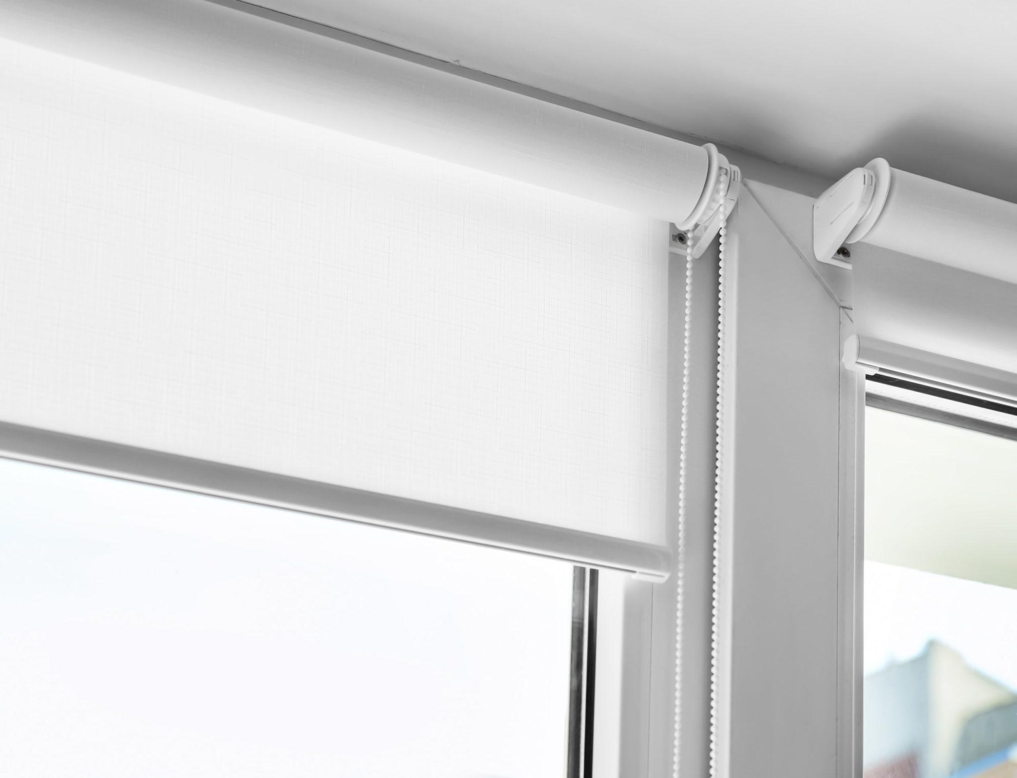 Як помити рулонні штори