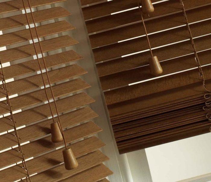 Что выбрать: деревянные жалюзи или алюминиевые имитирующие древесину