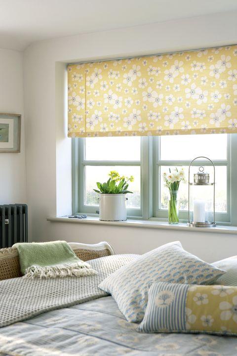 как выбрать рулонные шторы в спальню фото
