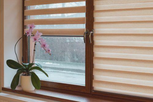 Как выбрать рулонные шторы день-ночь фото