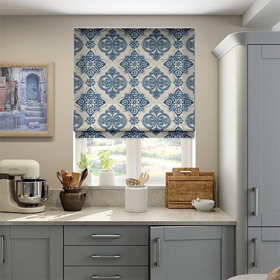 рулонные шторы на кухню фото